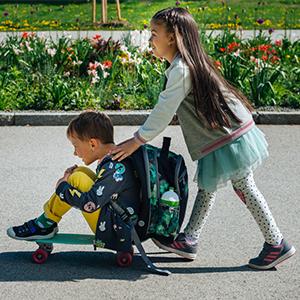 Шкільний рюкзак або сумка на колесах: що краще для дитини?